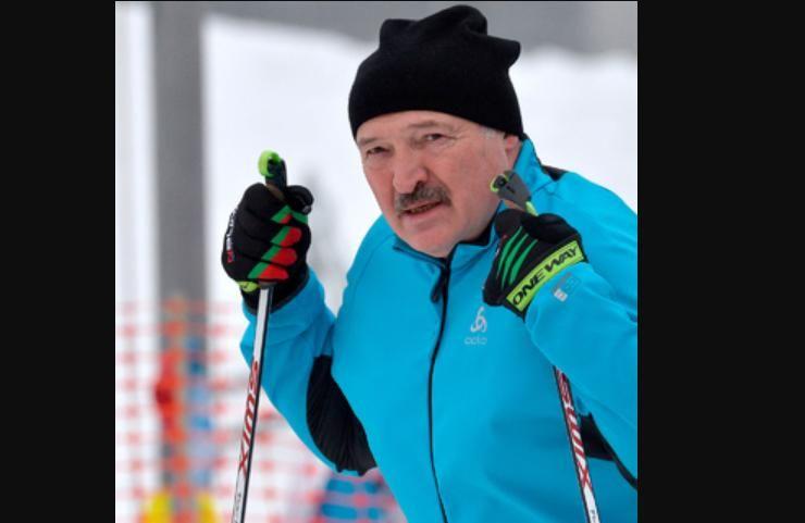 """Лукашенко выиграл лыжную гонку в Минске: его соперник перед финишем """"случайно"""" упал 3 раза"""
