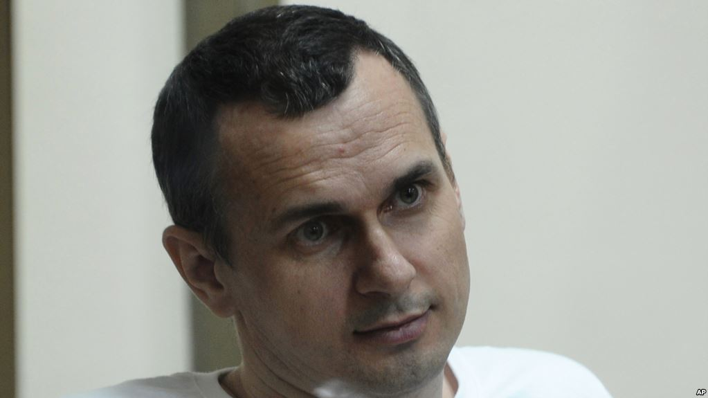 """""""Жив и борется, но ему очень тяжело, он вымотан"""", - крик сестры Сенцова на 57-й день голодовки узника Кремля"""