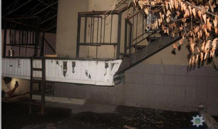 Ночной взрыв переполошил жителей Авдеевки: полиция выясняет обстоятельства происшествия - кадры