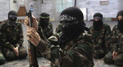 """""""Футбол с отрезанными головами"""": в ООН рассказали об """"особой школе"""" боевиков ИГИЛ для детей"""