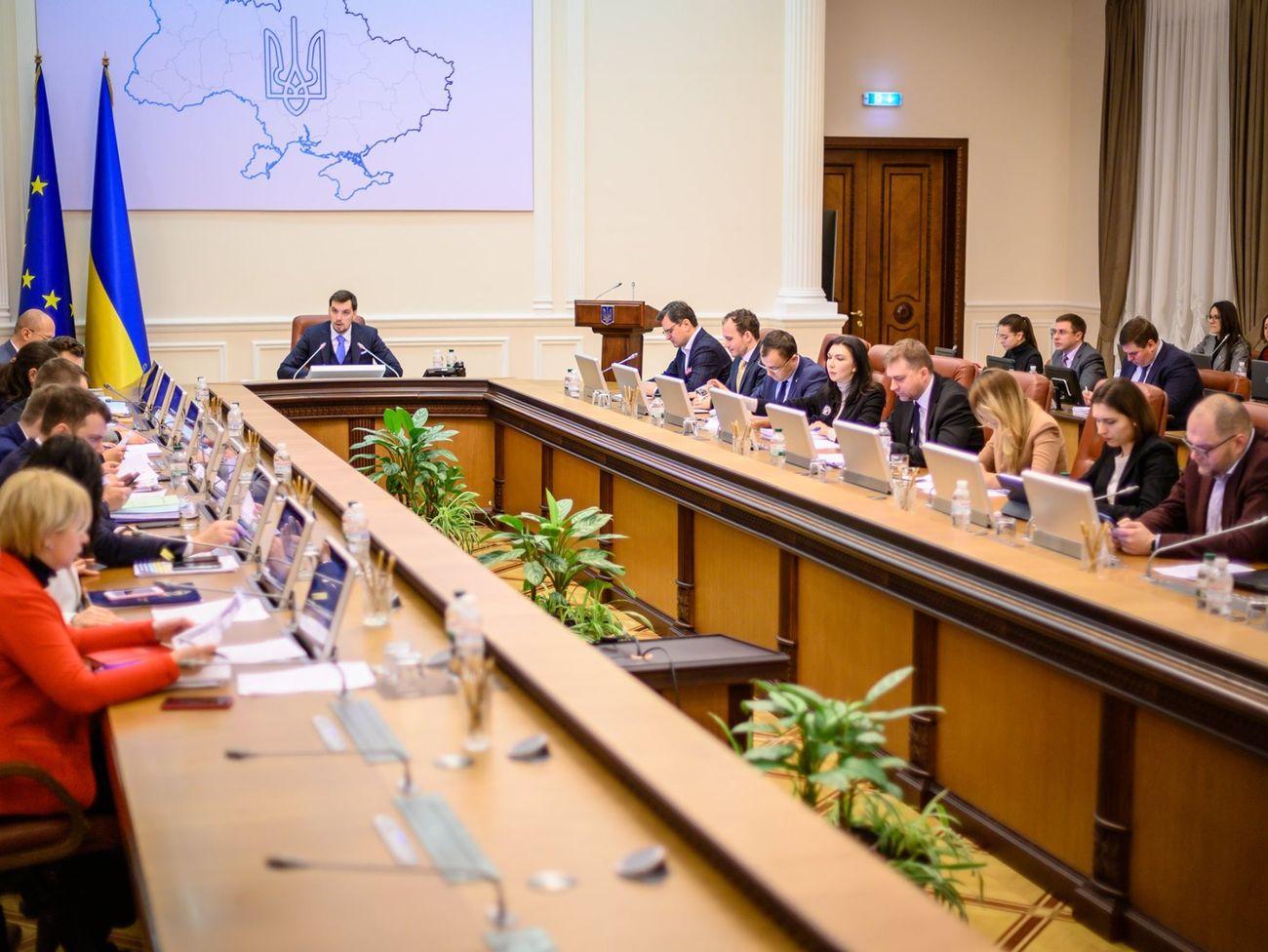 Отношение украинцев к новой власти и ее курсу резко изменилось - опрос