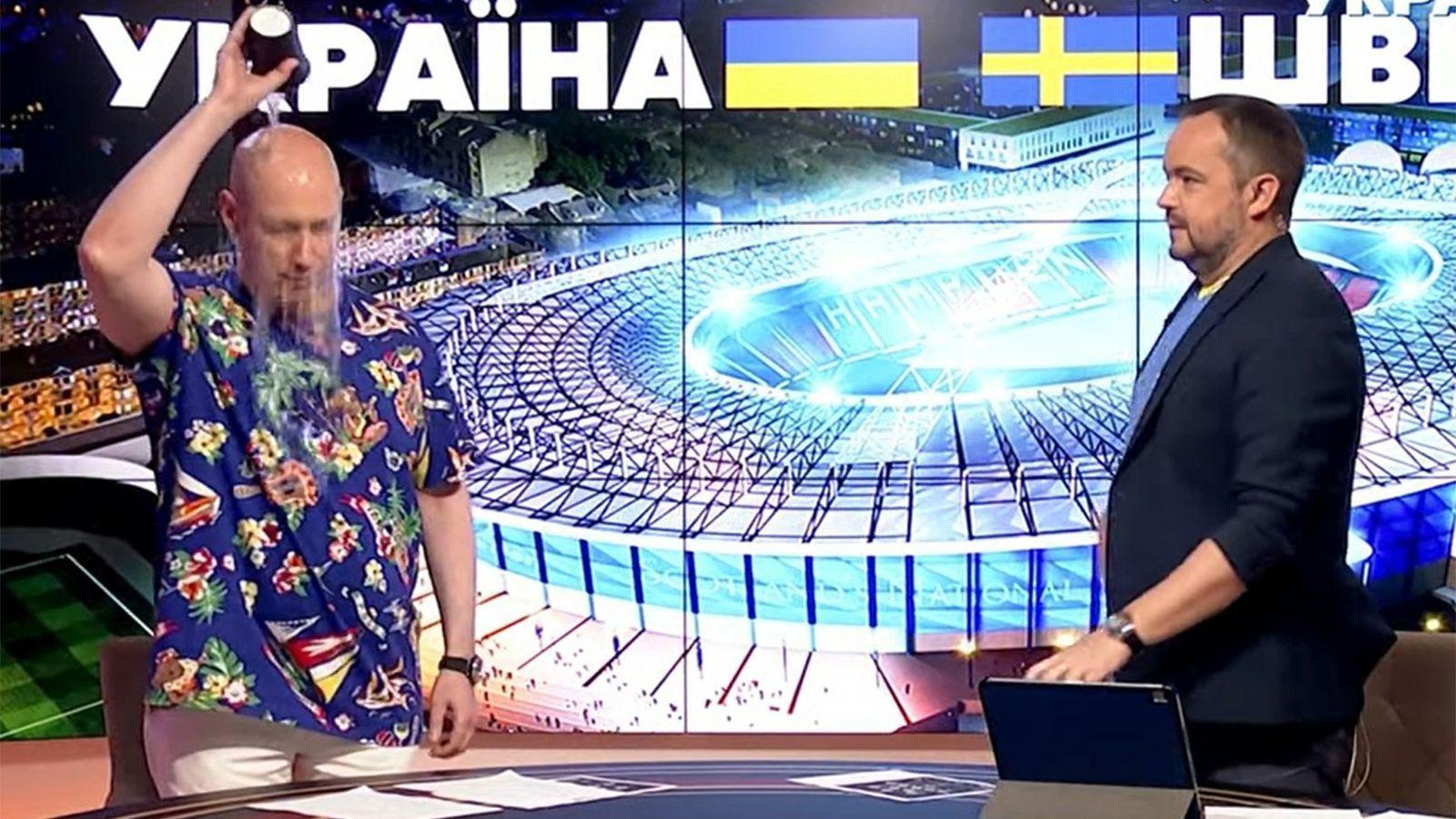 Гордон устроил перформанс: облился водой в эфире канала Ахметова из-за матча сборной Украины