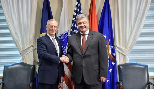 """""""Даже перед лицом угрозы агрессии, кибератак и прочего ваша страна делает много"""", - глава Пентагона Мэттис пообещал Порошенко помощь в укреплении оборонного потенциала Украины - кадры"""
