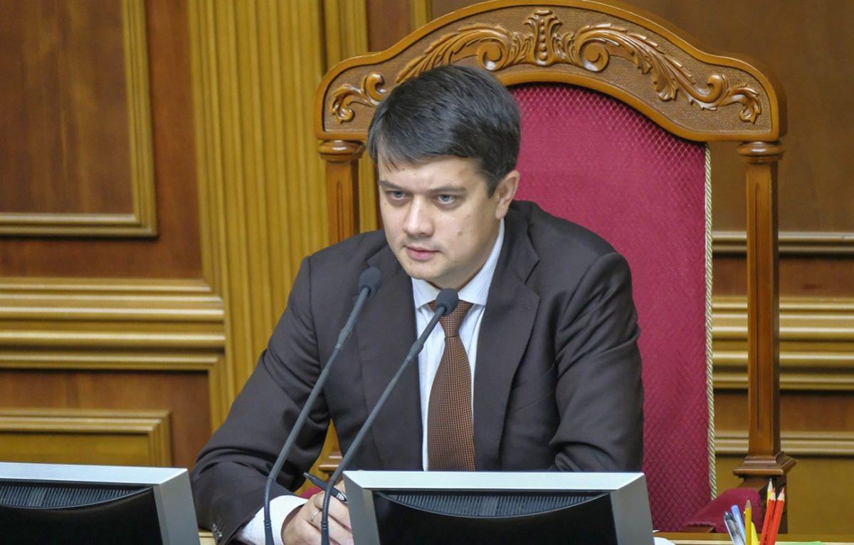"""СМИ узнали, зачем Офис президента нанял """"смотрящего"""" за Разумковым"""