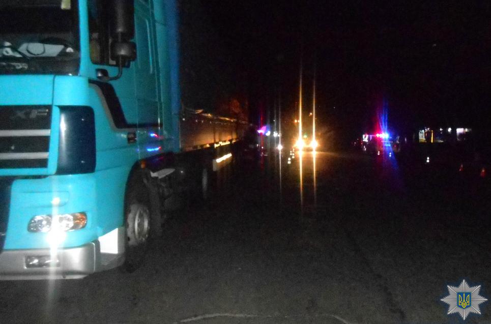 От автомобиля остались одни обломки: в Ровно военные разбились, влетев в припаркованный грузовик