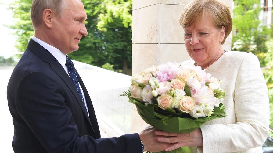 Немецкие СМИ негодуют: Путин открыто оскорбил Меркель на встрече в Сочи