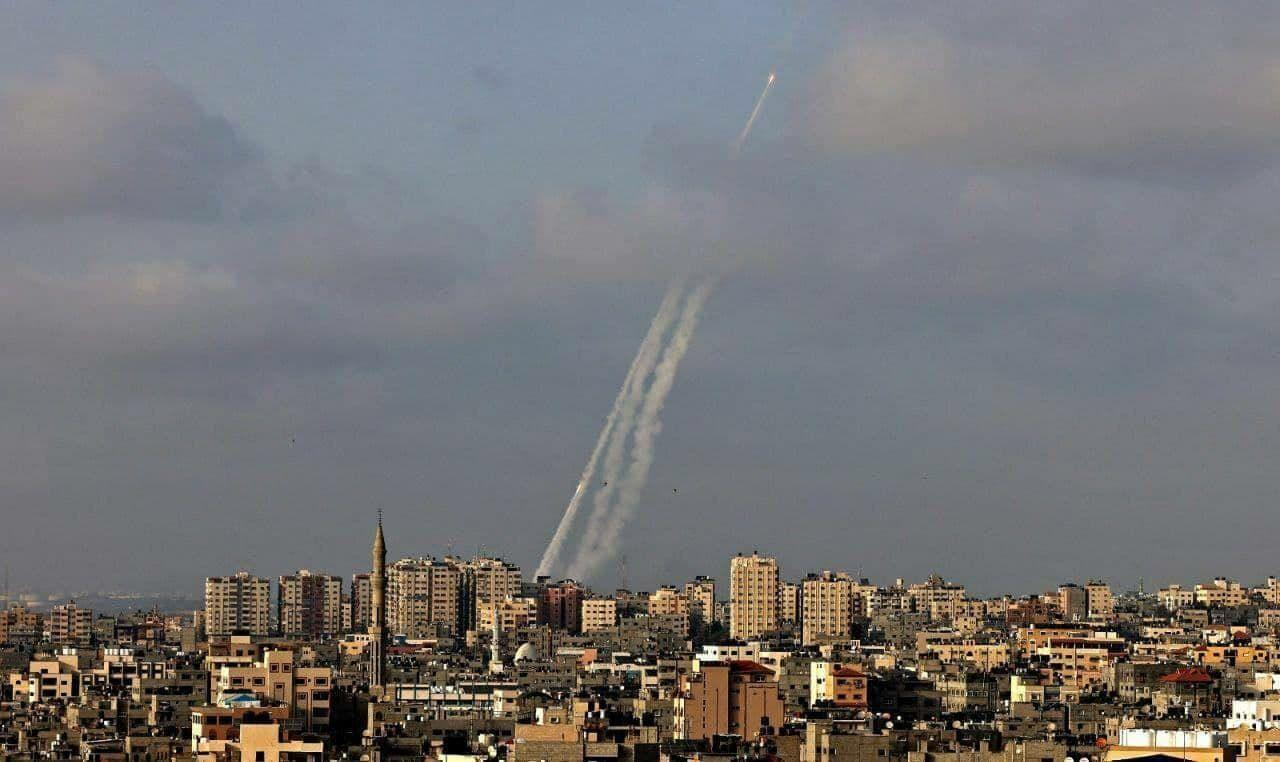 В Израиле под обстрел ХАМАС попал мужчина с младенцем: появилось видео