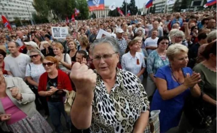 Ощадбанк Украины вызвал переполох в ОРДЛО заявлением о пенсиях переселенцам
