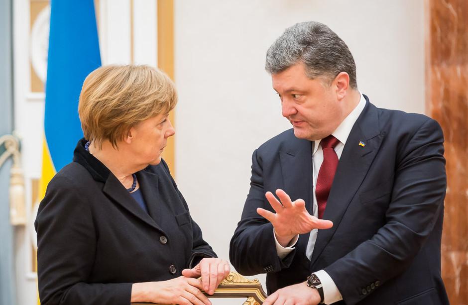 Украина — Германия — ЕС: Порошенко подробно рассказал о том, какие вопросы он обсуждал с Меркель. Опубликовано видео