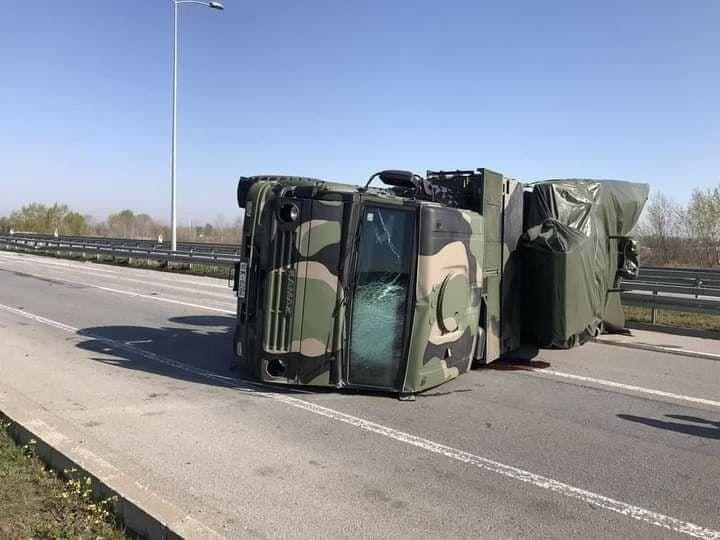 """В Сербии перевернулся ЗРК """"Панцирь-С1"""": ракета упала на дорогу – много пострадавших"""