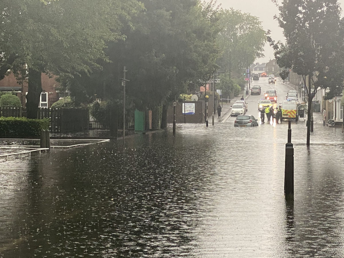 Ливни с градом обрушились на Бельгию, Великобританию и Швейцарию - в Европе новое наводнение