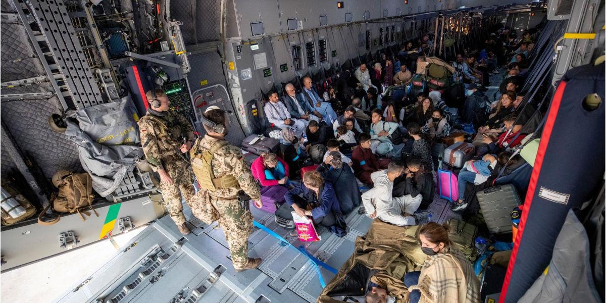 Байден предположил, что военные США могут задержаться в Афганистане