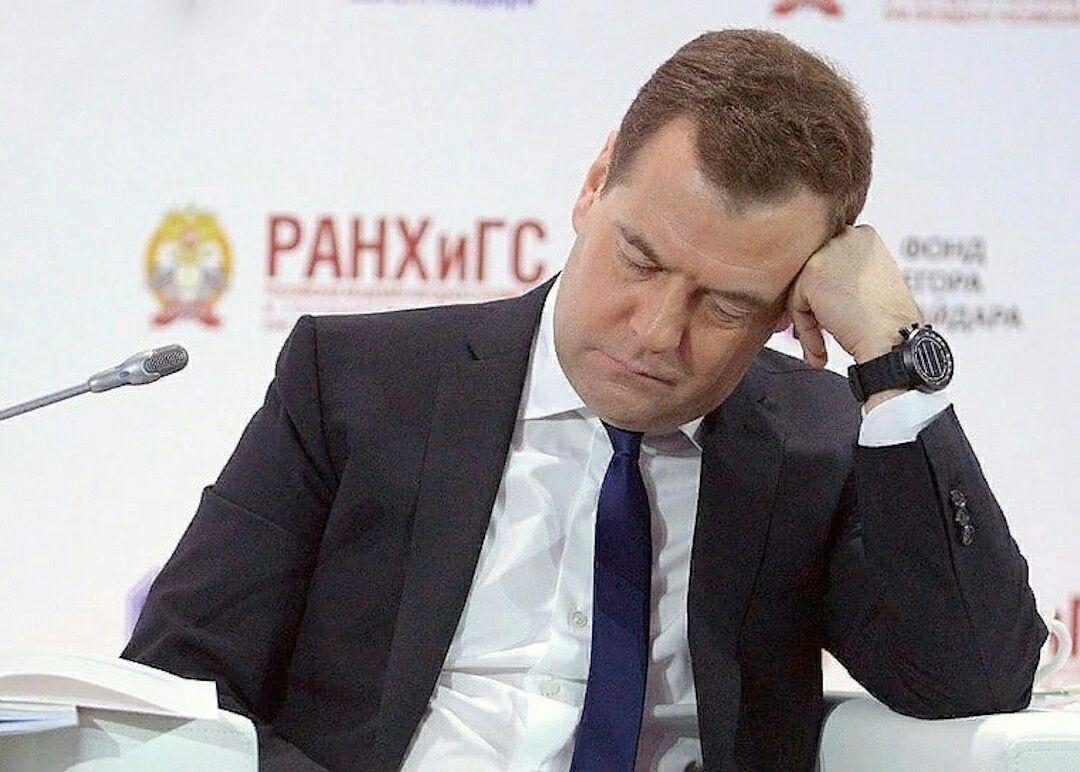 """""""Когда прижмет следующий раз, заходите"""", – Арестович прокомментировал статью Медведева об Украине"""