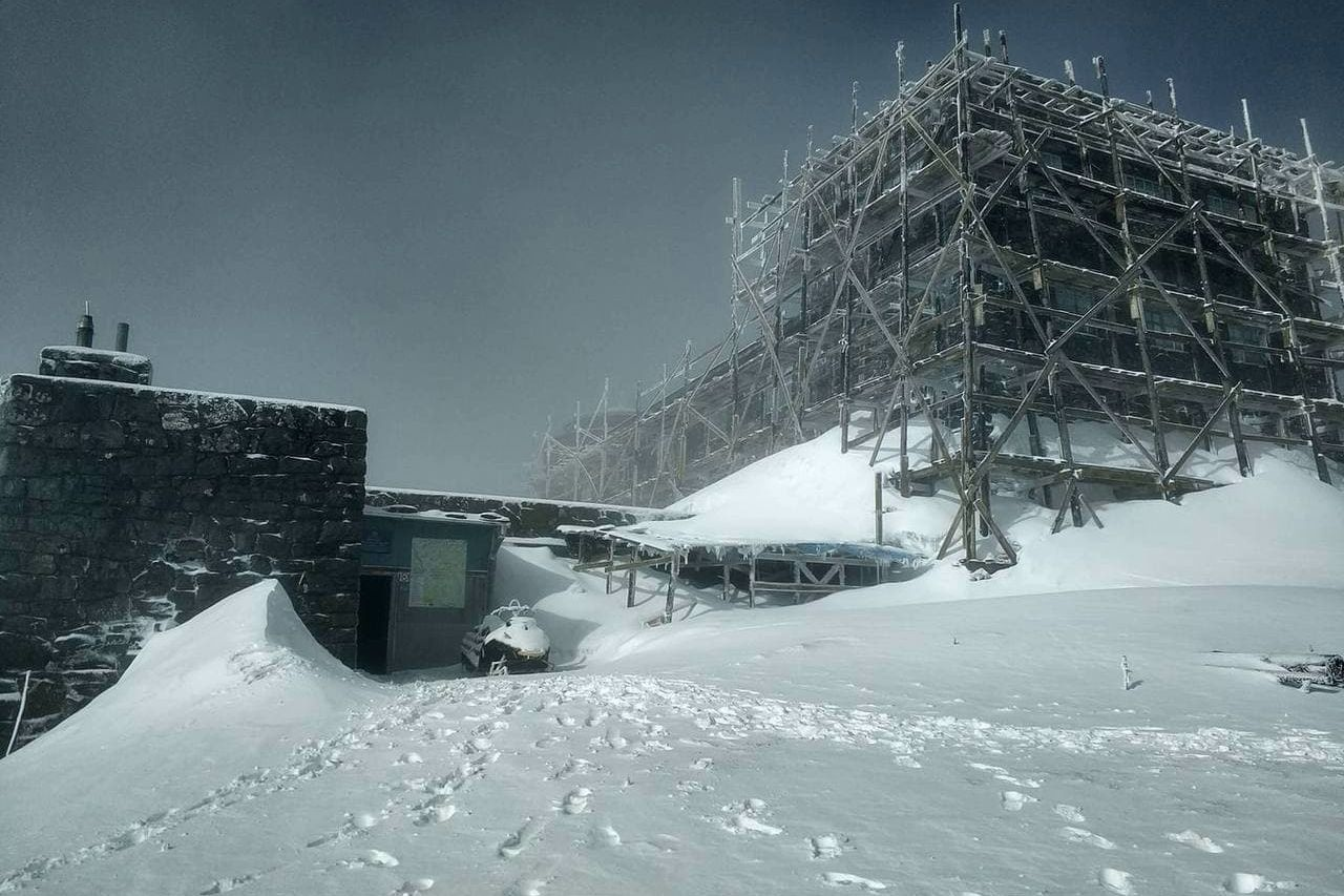"""Погода """"ударила"""" по Карпатам - на украинский регион обрушился мощный снегопад"""