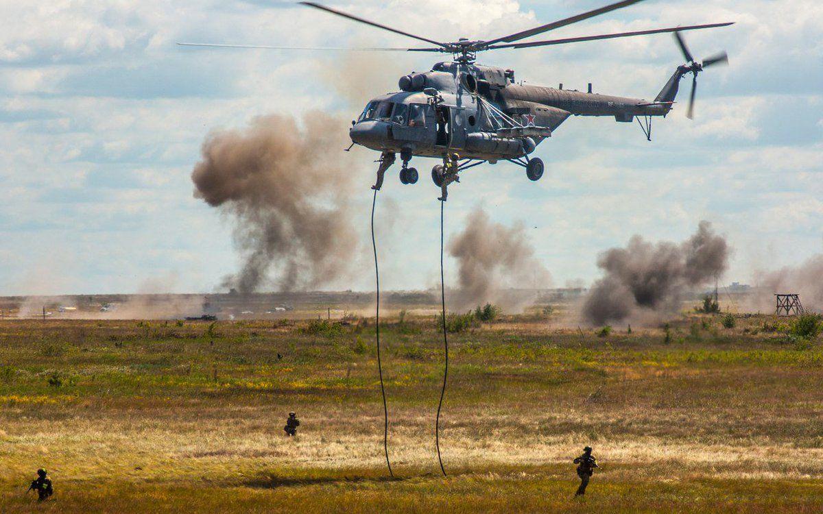 """В оккупированном Крыму произошла """"высадка"""" российского десанта под прикрытием Ка-52"""