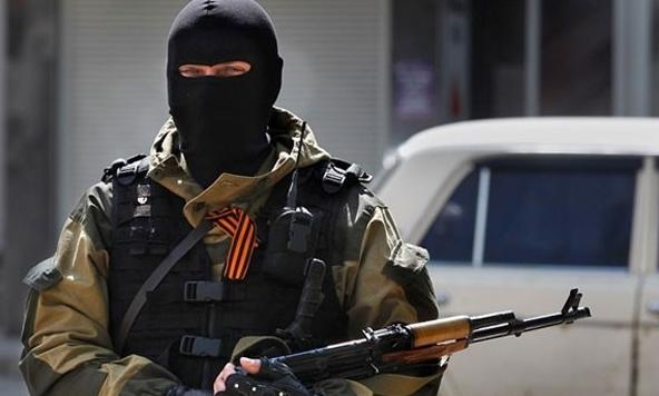 """""""Убийц Захарченко ищут, очень злые"""": в Луганске боевики устраивают """"шмон"""" луганчанам и выгоняют их из автобусов"""