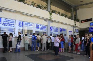 Мариуполь готовится съезжать: билеты раскуплены на три дня вперед