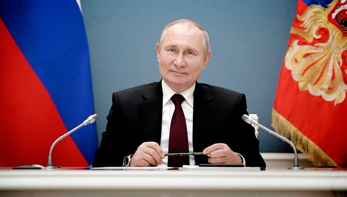 """Путин считает захват Крыма """"адекватным"""": """"Считаете, что мы ведем себя неадекватно?"""""""