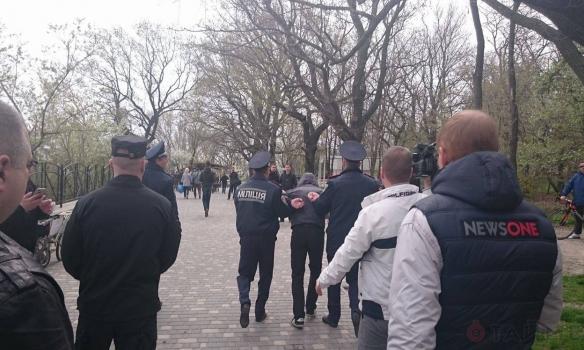 """Беспорядки в Одессе: на Лидерсовском бульваре разъяренные сепаратисты """"Антимайдана"""" спровоцировали драку с патриотами Евромайдана"""