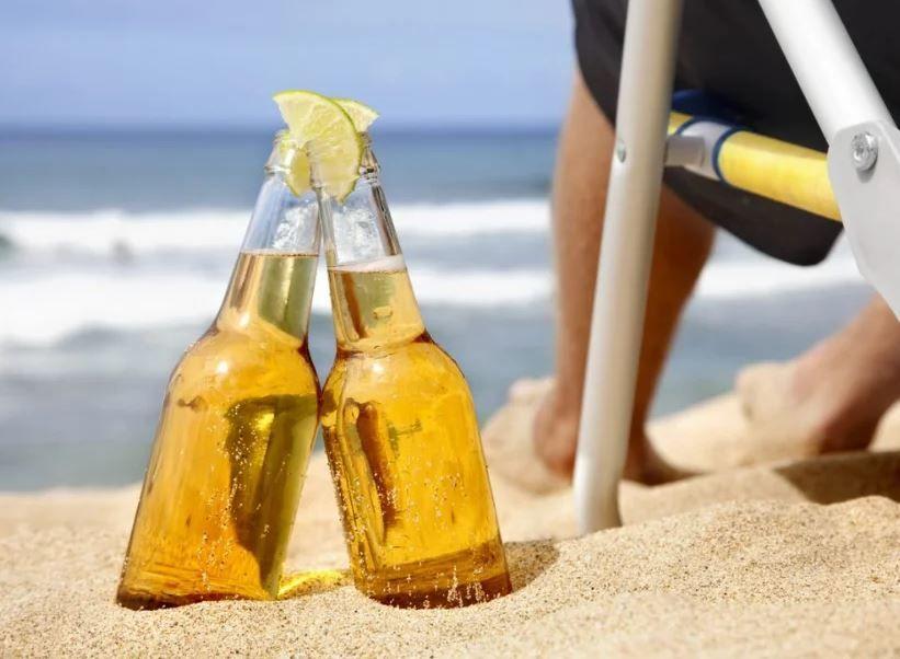 Почему не рекомендуется в жару употреблять алкоголь: МОЗ Украины озвучило главные риски