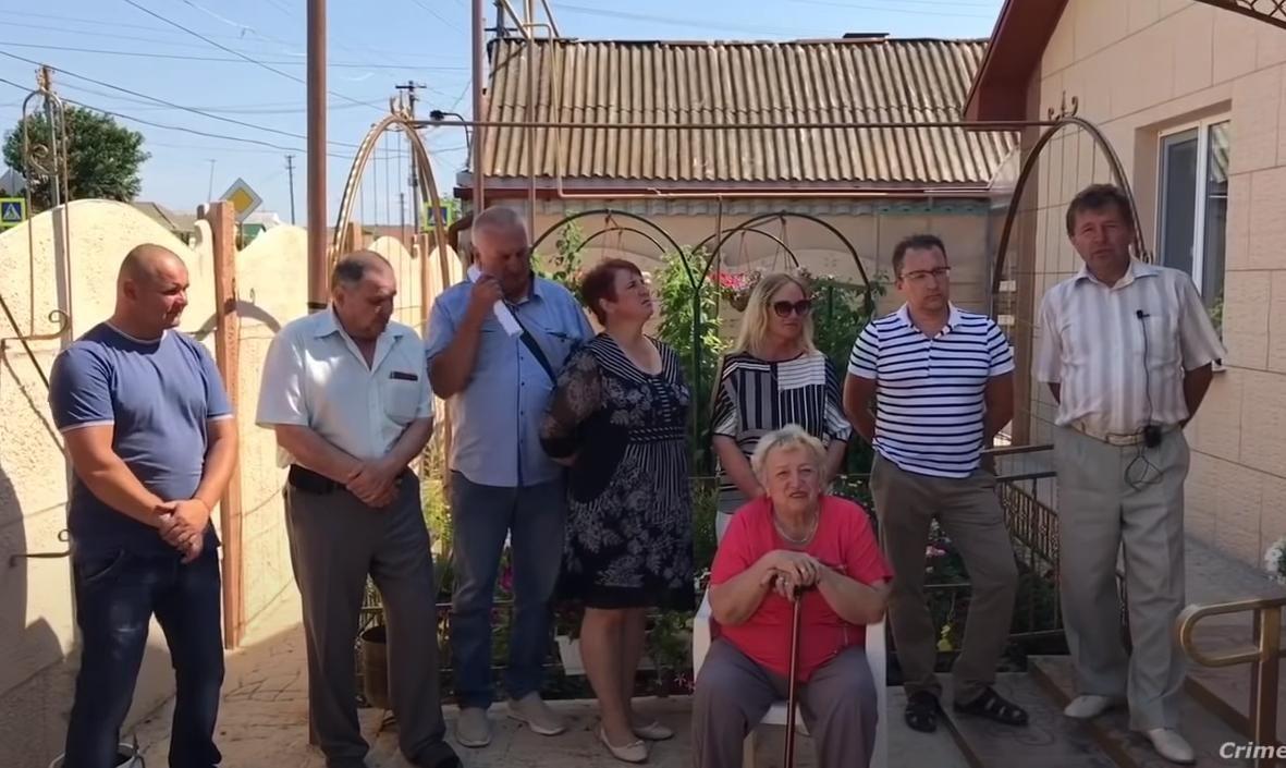 Жители Крыма обратились к Путину за помощью: у людей забирают полученное при Украине