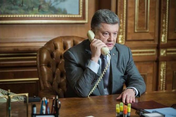 Порошенко, Меркель, разговор по телефону, миротворцы, кредит МВФ, минские договоренности