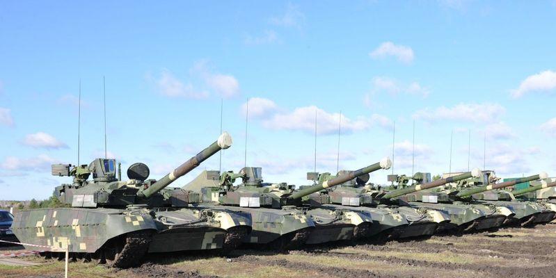 Украинскую армию ждет пополнение: Вооруженные силы вскоре получат мощнейшую военную технику - президент Порошенко рассказал подробности