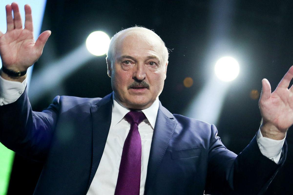 СМИ РФ: Лукашенко ищет выход на Запад и хочет кинуть Кремль