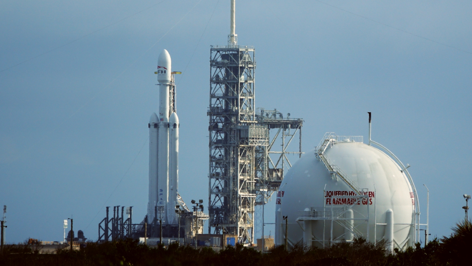 """""""Они нам не конкуренты"""", - в Роскосмосе прокомментировали недавний запуск компанией SpaceX ракеты-носителя Falcon Heavy"""