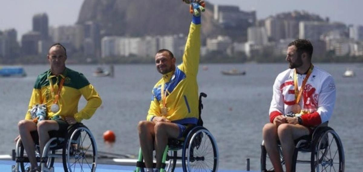 Держа в руках золотую медаль, Роман Полянский расплакался под Гимн Украины