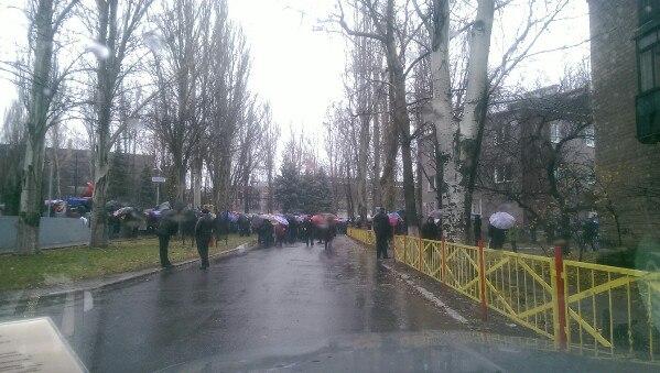 В Харцызске прошел митинг против закрытия завода главарями самопровозглашенной ДНР