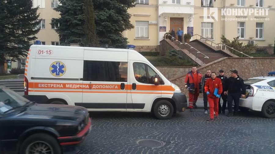 Ветеран АТО угрожал сжечь себя в центре Луцка, заявляя, что не станет голосовать за Зеленского, - кадры