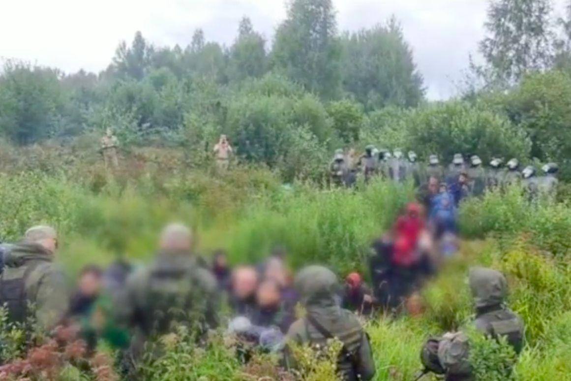 Спецназовцы Лукашенко проникли в Литву, приведя с собой 35 беженцев - нарушение попало на видео