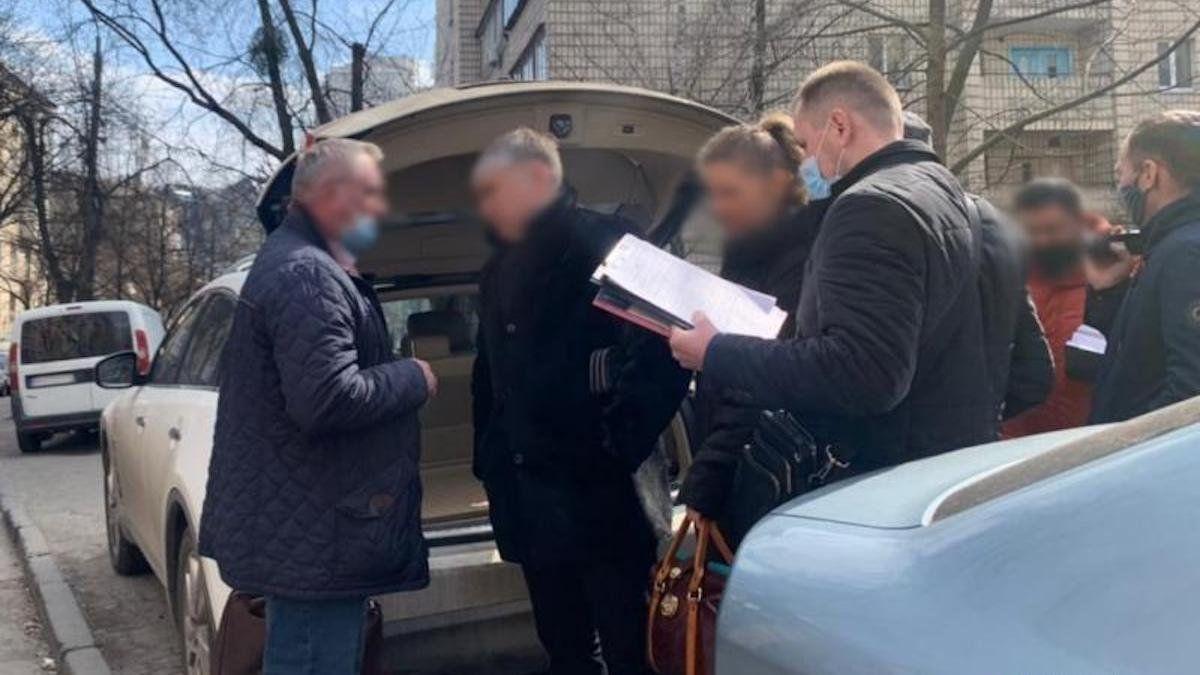 СВР выкинули со службы брата судьи Вовка после скандала со взяткой