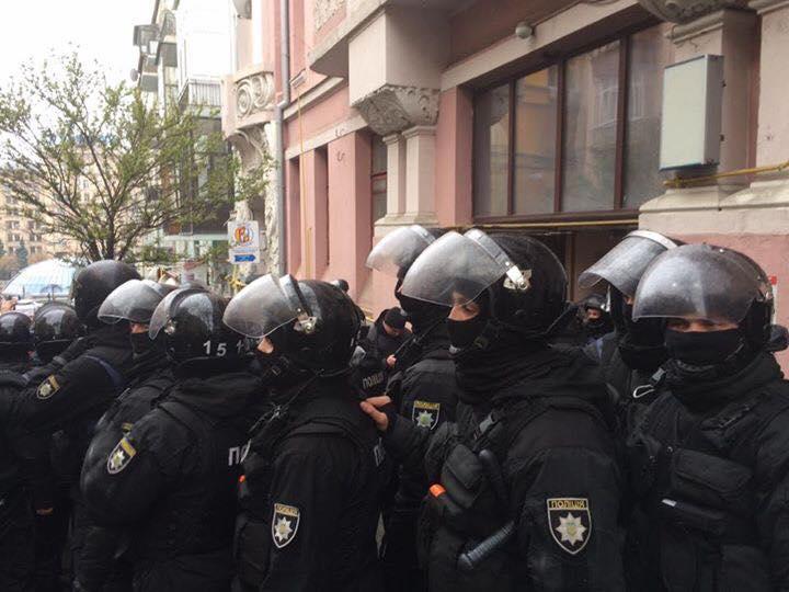 Полиция оцепила Майдан из-за приезда Порошенко