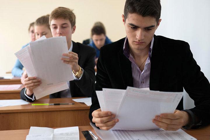 Выпускникам из Донецка, Луганска и других неподконтрольных территорий упростили получение украинских аттестатов о среднем образовании