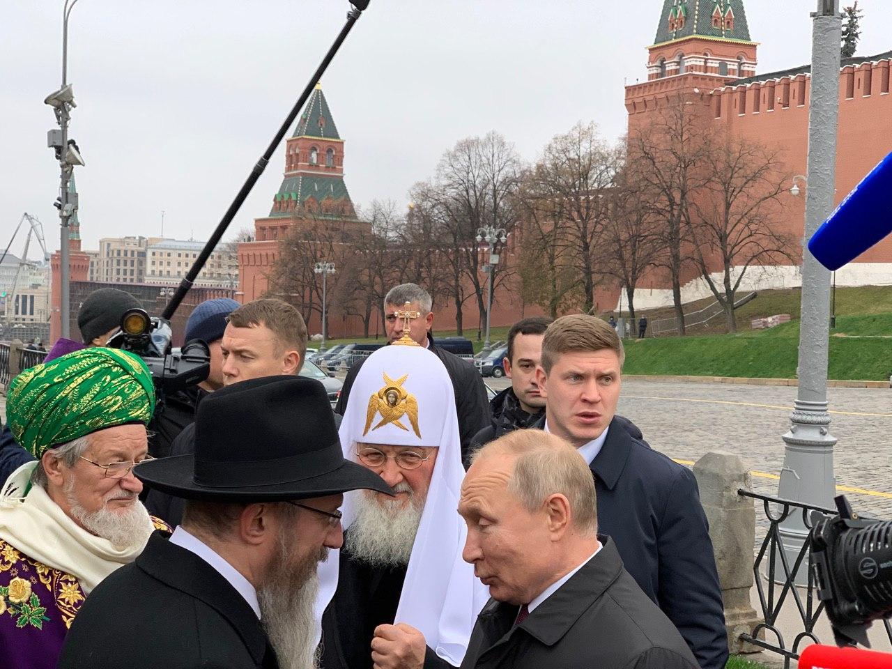 Фото Путина в Москве насмешило Интернет: таким президента РФ давно не видели
