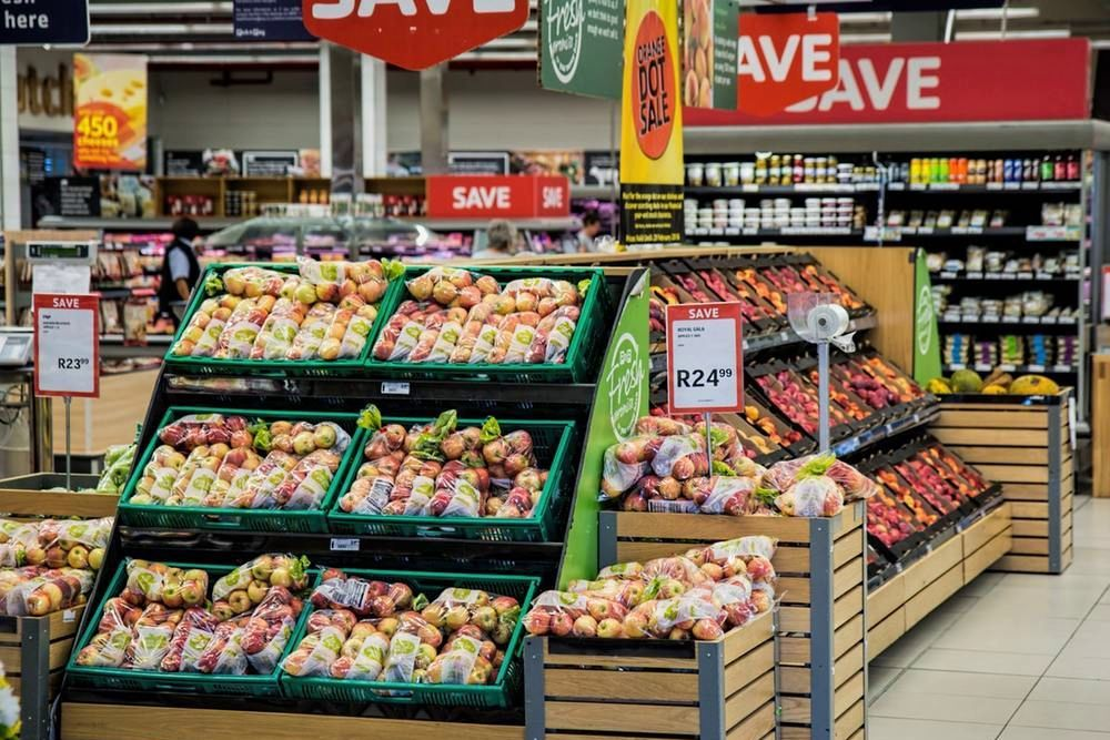 """Снимайте, а то будет плохо"", – в супермаркете Киева произошел инцидент из-за футболки с гербом России"