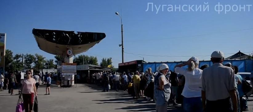станица луганская, пенсии, колбаса, лнр, луганск, пенсионеры, кпп, видео, донбасс, оккупация