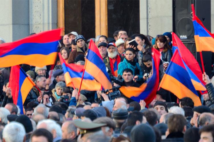 Пашинян предупредил армян о сговоре - в Ереван стекается народ на масштабную акцию протеста