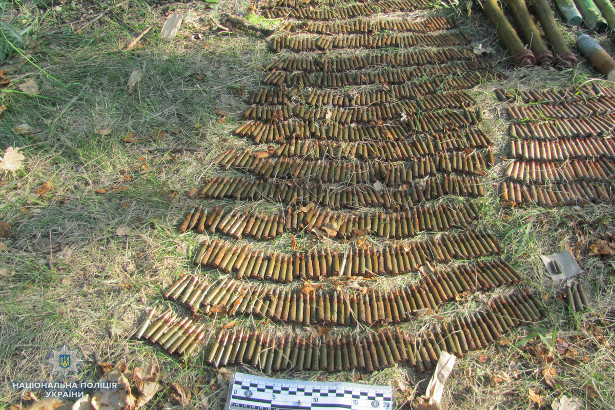 На Луганщине наткнулись на внушительный арсенал агрессора: тысячи мин и артснарядов ликвидируют
