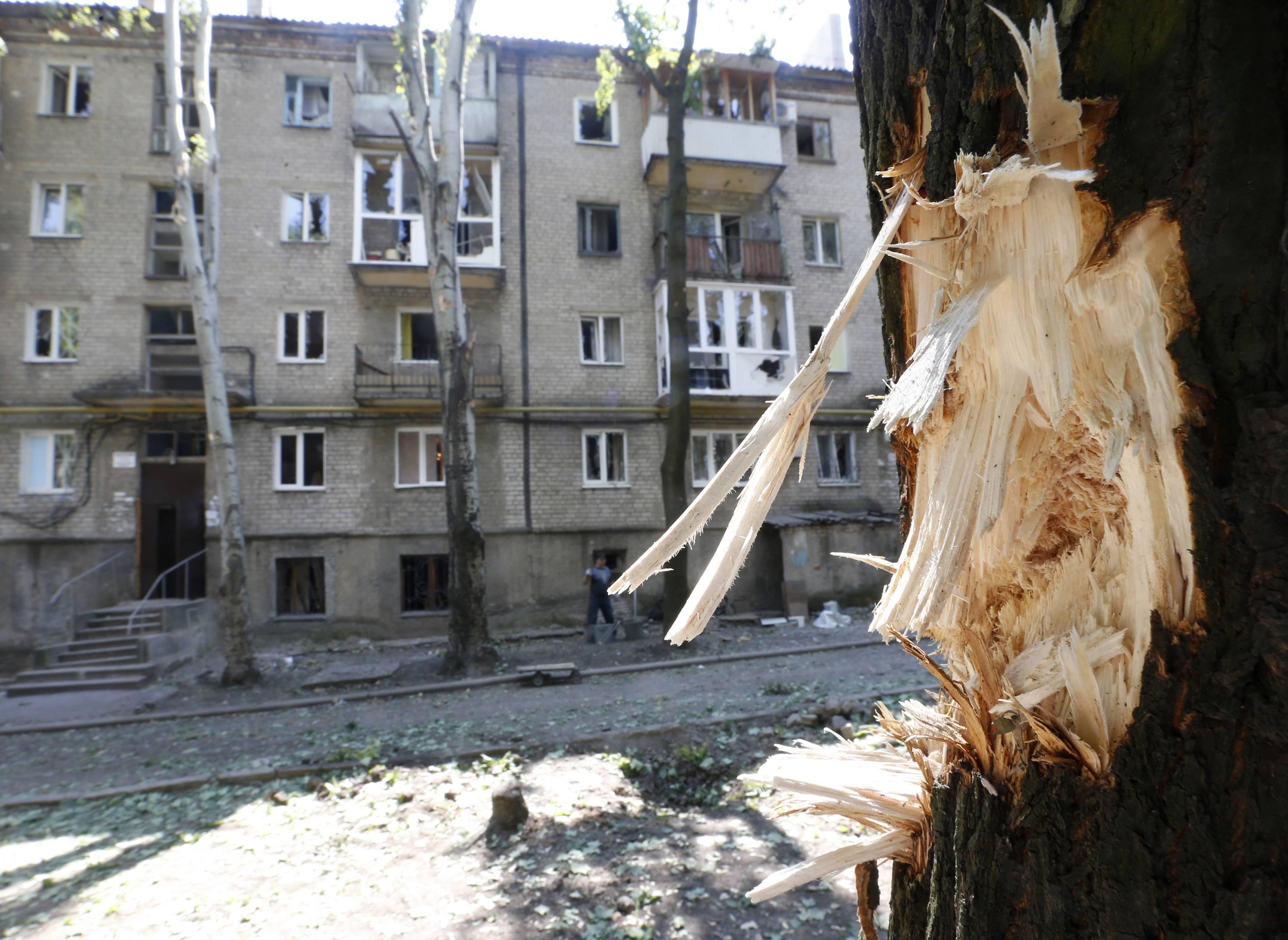 В Донецке мощный обстрел. Детей экстренно забирают из школ, - соцсети