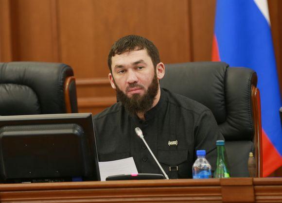 Друг Кадырова и по совместительству спикер чеченского парламента Даудов вымогает деньги у Сбербанка и в случае неповиновения грозит руководству расправой