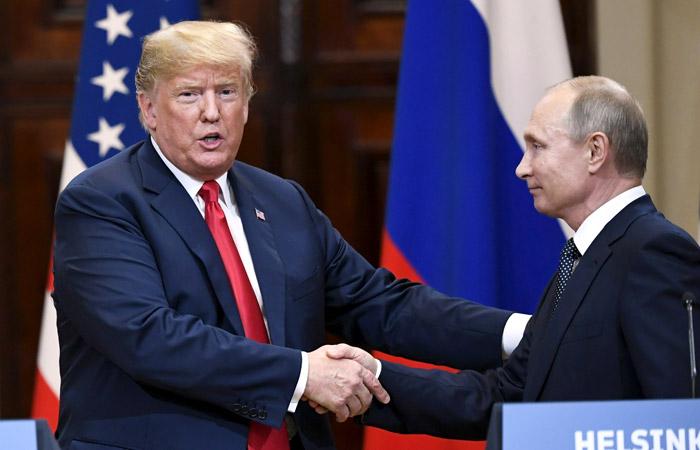 """СМИ США """"уничтожили"""" Трампа после встречи с Путиным: ответ президента США возмутил американцев"""