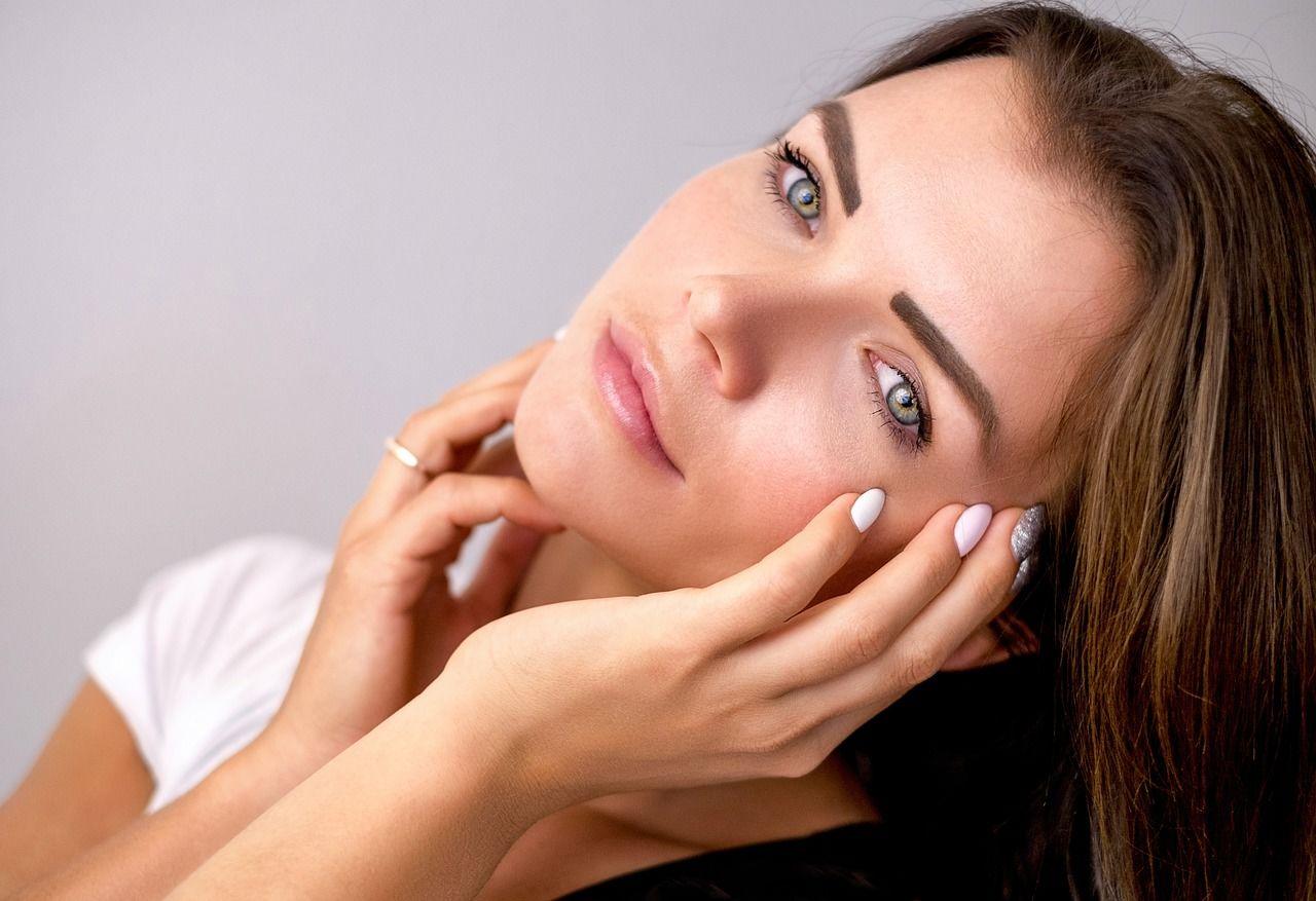 Совет эксперта: как ухаживать за кожей лица осенью, чтобы избавиться от сухости