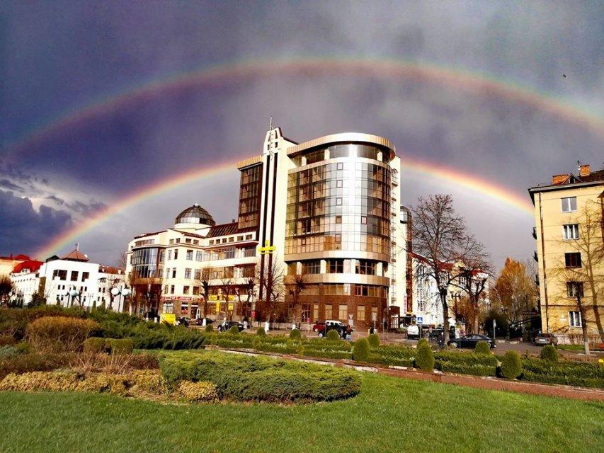 Жительница Ивано-Франковска запечатлела невероятную двойную радугу – кадры