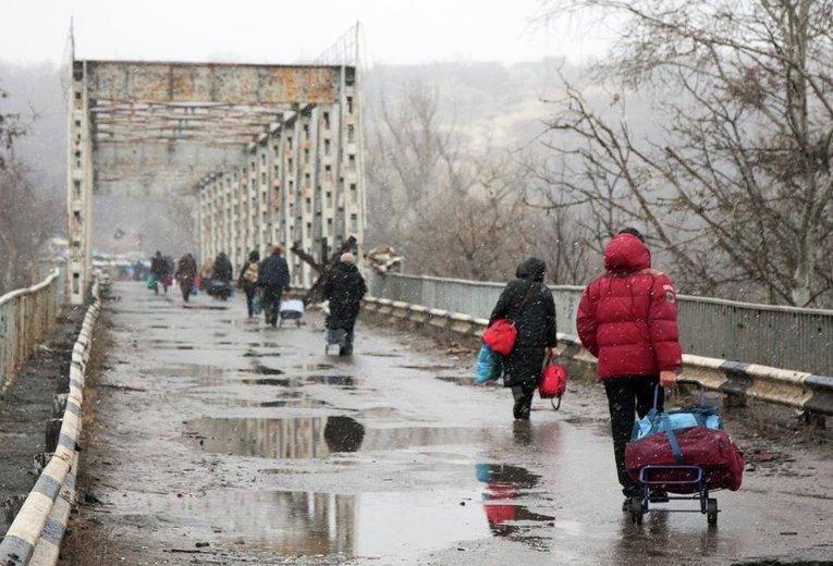 """Луганск пугают массовыми задержаниями в Станице: """"Вас домой не пустят, ВСУ """"гребут всех"""", многие не вернулись"""""""