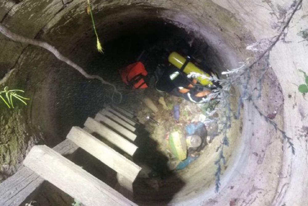 Упали в 10-метровый колодец с мусором: под Одессой спасатели достали тела мужчины и его сына