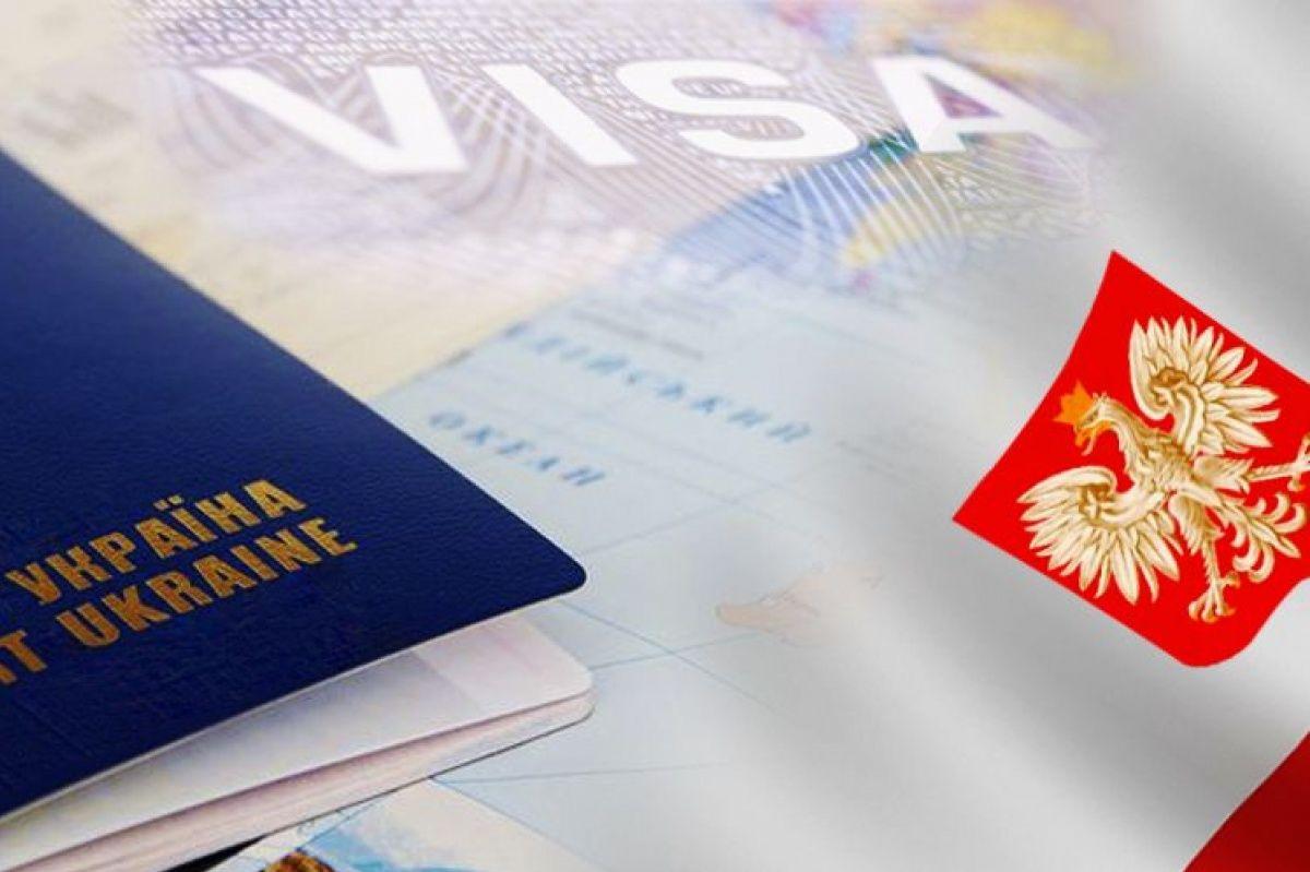 """Польша увеличила количество виз для украинцев: число """"заробитчан"""" ежегодно растет"""