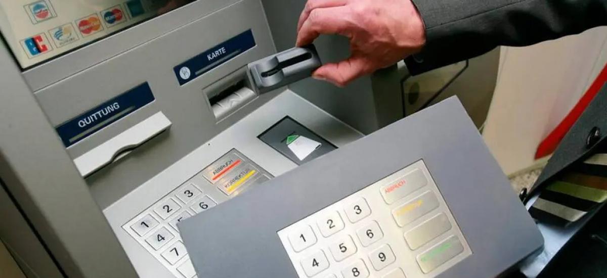 """Всплеск мошенничества в Украине: преступники придумали ноу-хау в """"чистке"""" банковских карт жертв"""